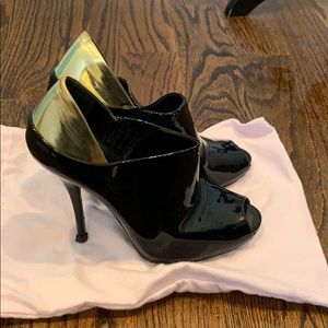 Gucci Patent Leather Peep Toe Booties sz 38